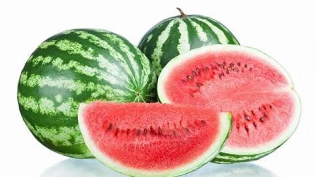 Γιατί πρέπει να τρώμε καρπούζι το καλοκαίρι;